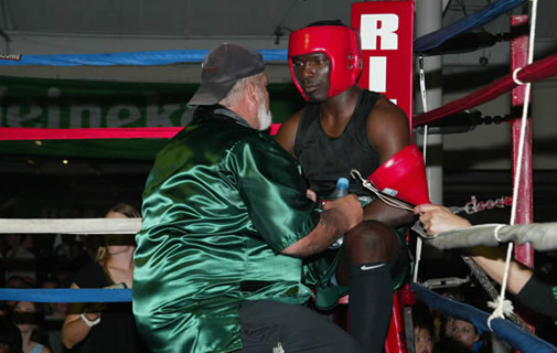 Bermuda's boxing scene is on the canvas